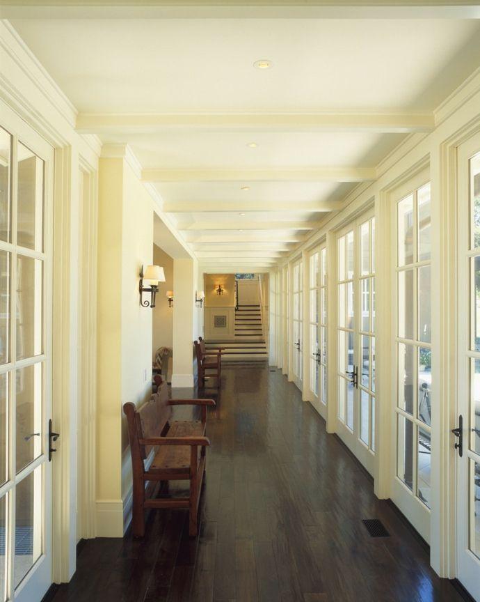 Flur Diele subtil bemalte Balken-Кorridor interior ideen