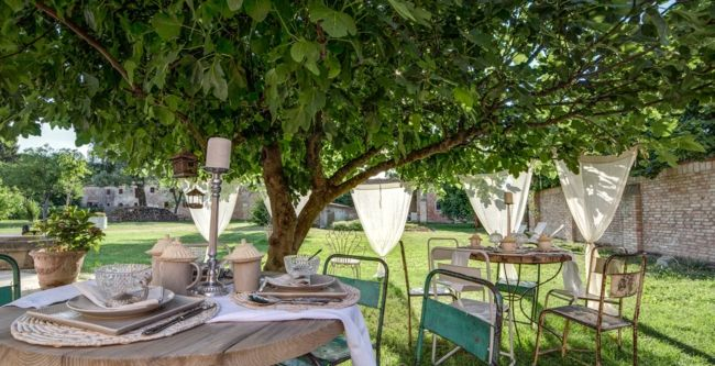 Gartenmöbel, Tische, Stühle, Dekoration