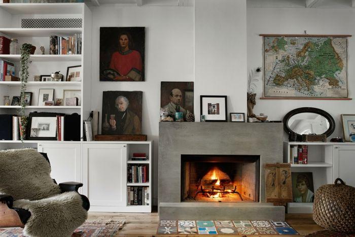 Gemütliche Gestaltung wurde durch natürliche Materialien geschafft-Einfamilienhaus in New York Wohnbereich mit offenem Kamin eklektische Einrichtung