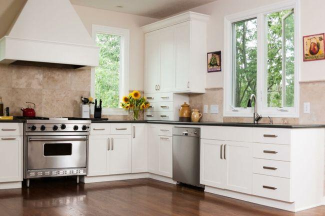 Gemütliche Küche in Weiß-Der Herd sollte sich nicht neben dem Spülbecken befinden-Feng Shui Einrichtung Küchenplanung Wohlstand