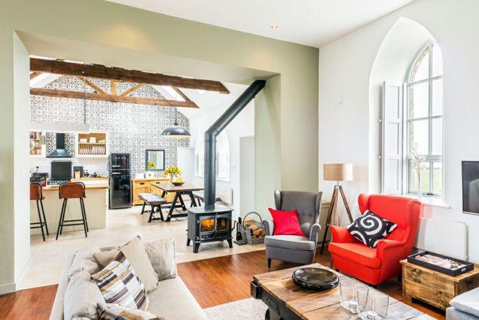 Gemütlichkeit herrscht im gemeinsamen Wohn- und Esszimmer-Zementfliesen ländlich rustikal
