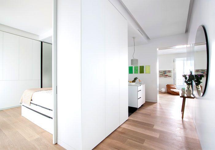 Geräumigkeit und Naturmaterialien-Flur Altbau Renovierung Loftwohnung Trennwand Weiß
