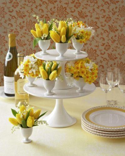 Gestaffelte Blumensträuße-Tisch Dekoration Ostern