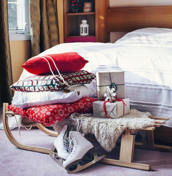 Gestaltung für die kalten winterlichen Monaten-Dekoration Einrichtung Weihnachten Schlafzimmer Deko Kissen Schlittschuhe Schlitten Winter