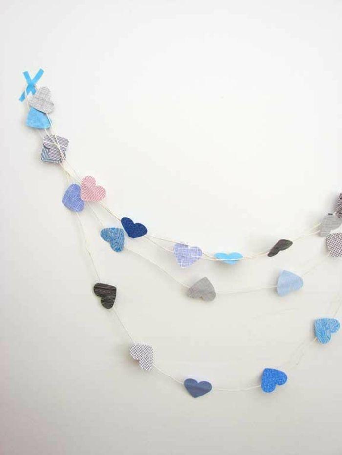 Girlande aus Papierherzen-romantische Einrichtung am Valentinstag