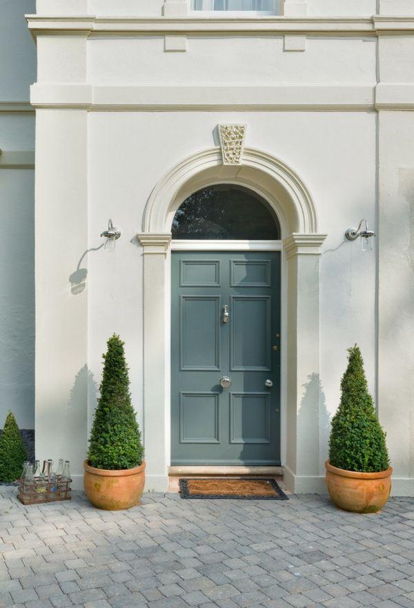 Gleich am Hauseingang lässt sich der jeweilige Baustil ablesen-Haustür Eingangstür Türumrahmung