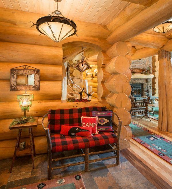 Großformatiger Karostoff in ausgesprochen rustikalem Alpenlook-Holzhütte Gemütlichkeit Wärme Karostoff Karomuster Trend