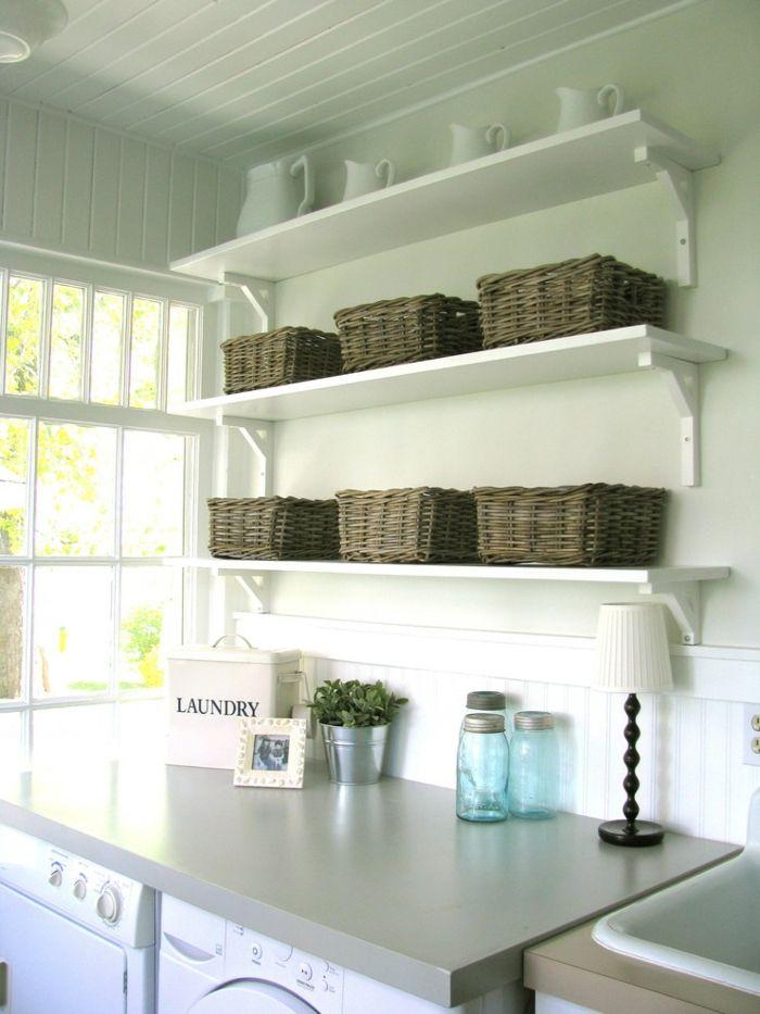 Hauswirtschaftsraum – modern ausgestattete Waschküche mit ...