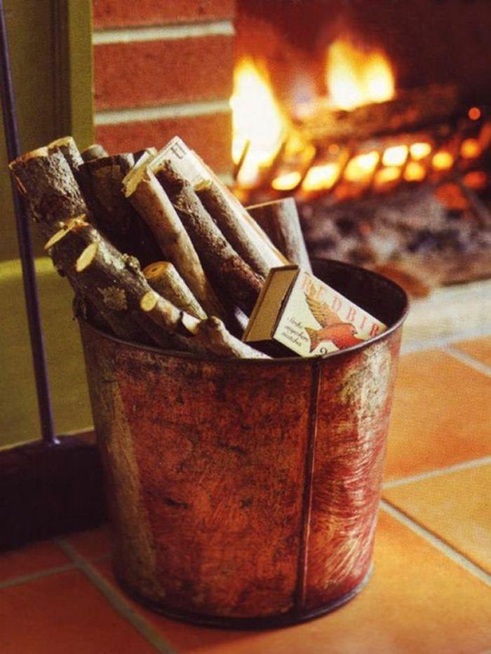 Holzlagerung im Wohnzimmer-Kaminzubehör Holzaufbewahrung Brennholzregal Kaminholz Brennholzlagerung Feuerstelle