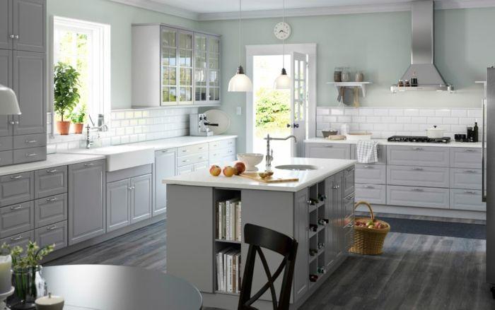 Ikea Einbauküche mit Oberschränken im skandinavischen Stil-Küchenregale mit Glastüren