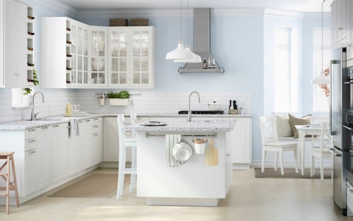 Ikea Küche in Weiß modern klassische Glastürchen-Küchenregale mit Glastüren