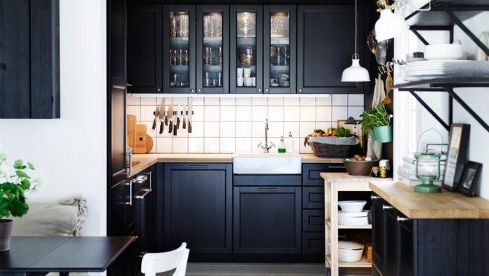 Ikea Küchensystem in Schwarz-Küchenregale mit Glastüren