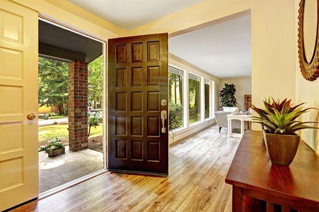 Jede Tür im Haus soll sich komplett öffnen können-Feng Shui Gestaltung Tipps Eingangsbereich Tür Haustür