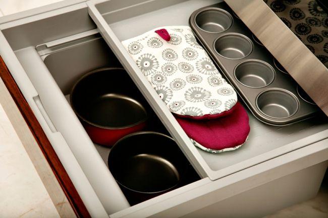 Küchenzubehör und Organisation-Die Arbeitsplatten sollten nicht überladen wirken-Feng Shui Aufbewahrung Küchenzubehör Schubladen