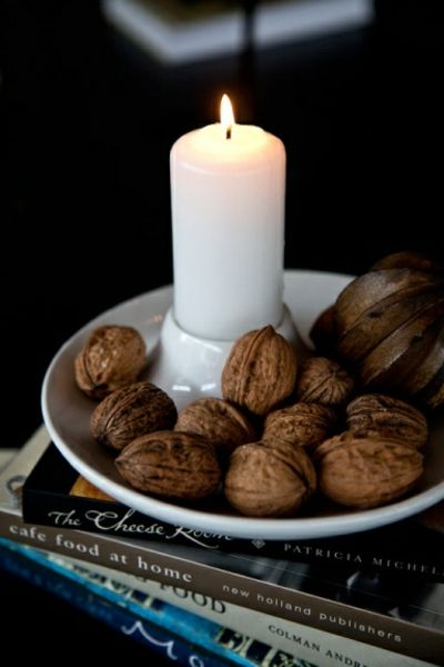 Kerzenhalter in Weiß im skandinavischen Design-Stumpenkerzen