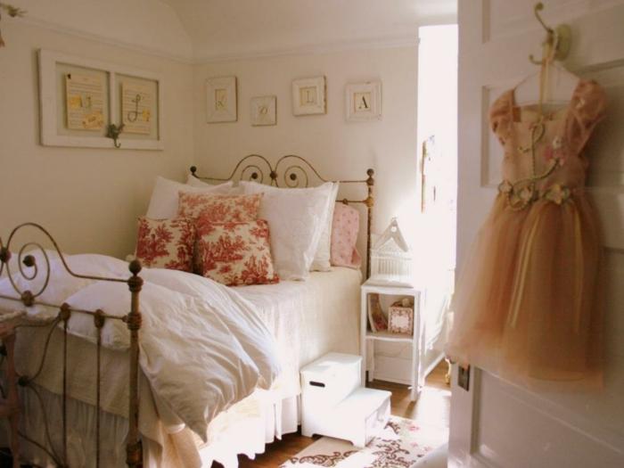 Kinderzimmer in Shabby Chic-Jugendschlafzimmer Mädchen