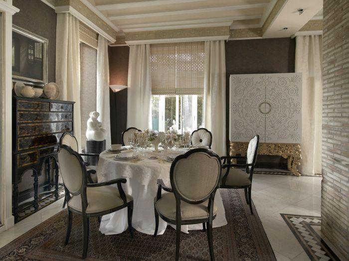 Klassische Fensterbehandlung Ornament Detail elegant-dekorative Deckenleisten