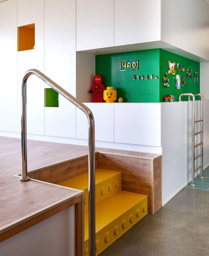Kleine Tafel in Grün für Lego und Familienfotos-Optik Einbauschrank Wohnzimmer verspielt einzigartig