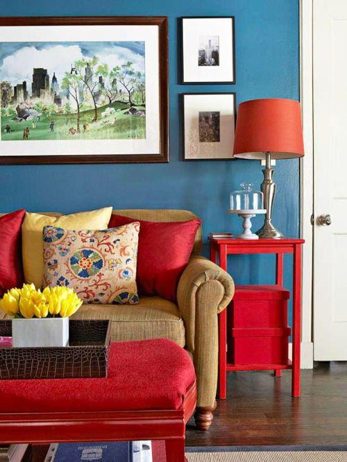 Kleiner Beistelltisch schafft Ordnung im Wohnzimmer-Nischenlösungen Aufbewahrung Ordnung Wohnzimmer farblicher Akzent