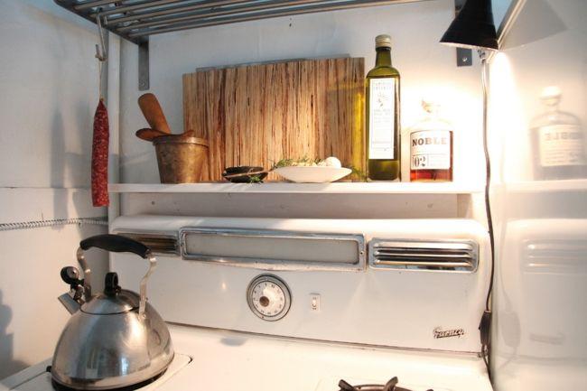 Kompakte Küche mit Vintage Elementen-Eklektische Wohnung Vintage rustikal