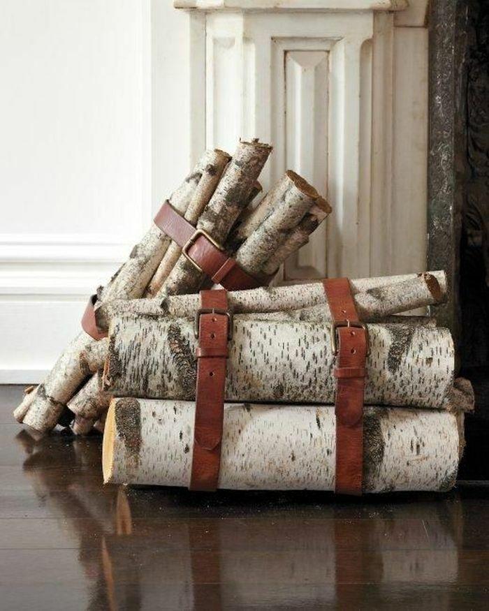 Kreative Idee mit alten Ledergürteln für einen modernen Look-Holzaufbewahrung Kaminholz Brennholzlagerung alte Ledergürtel wiederverwenden