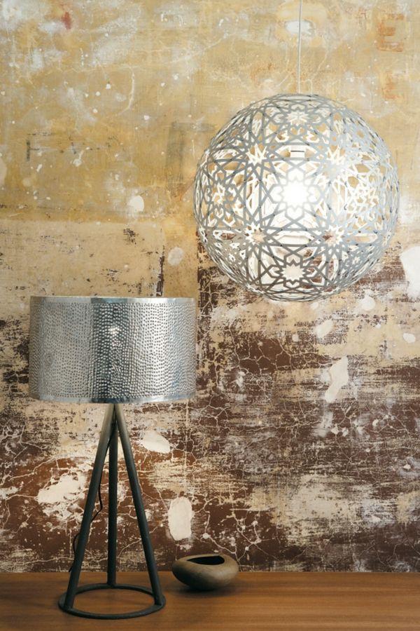 Kreative Lampenschirme-Einrichtung -Einrichtung mit industriellen Möbeln