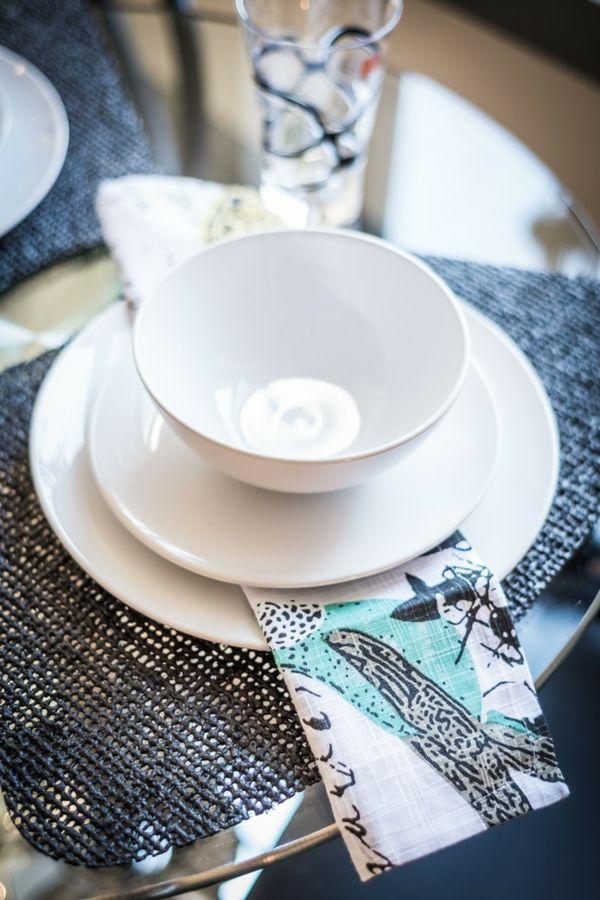 Kunstvolle Stoffservietten machen das Essenserlebnis schöner-Tischdekoration Stoffserviette Tischdecke Porzellan Weiß Geschirr