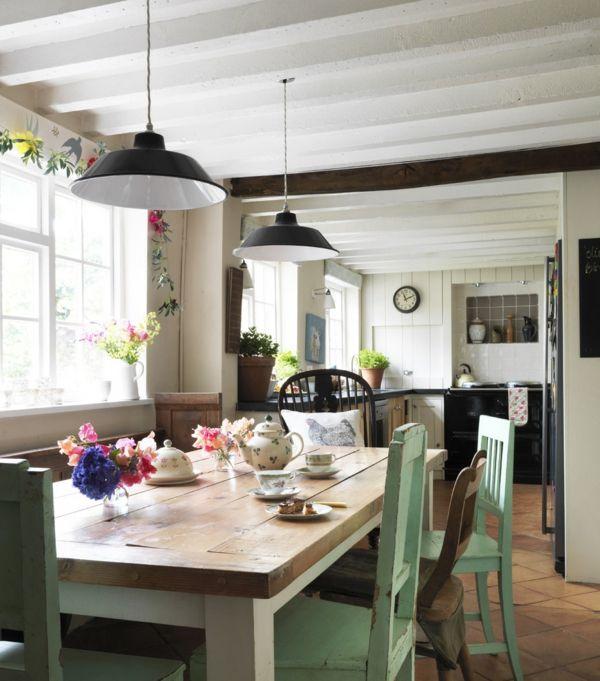 Licht, Ordnung und Charme im Landhausküche-Esszimmerstuhl rustikal Stühle Holz