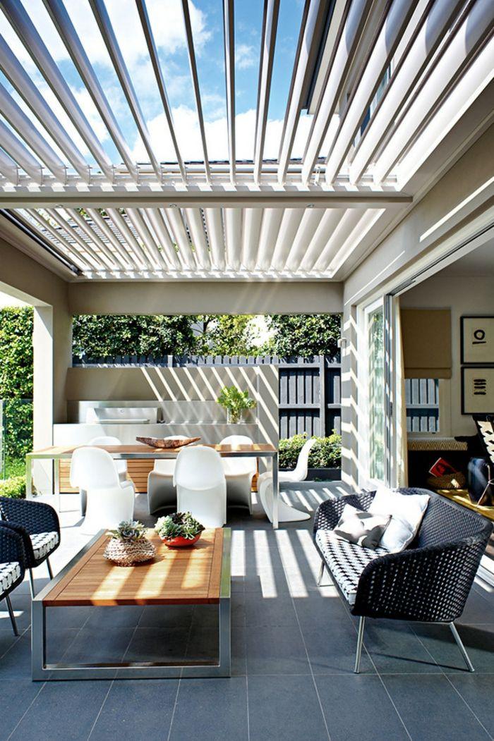 Lichtdurchfluteter Außenbereich minimalistisch Gartenmöbel-Veranda Innenhof Gestaltung