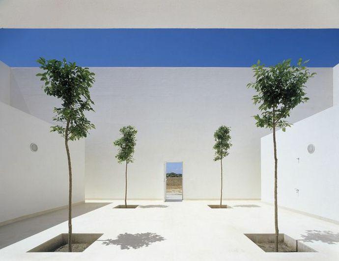 Lichtstimmung und viel Raum-Landschaft im minimalistischen Stil