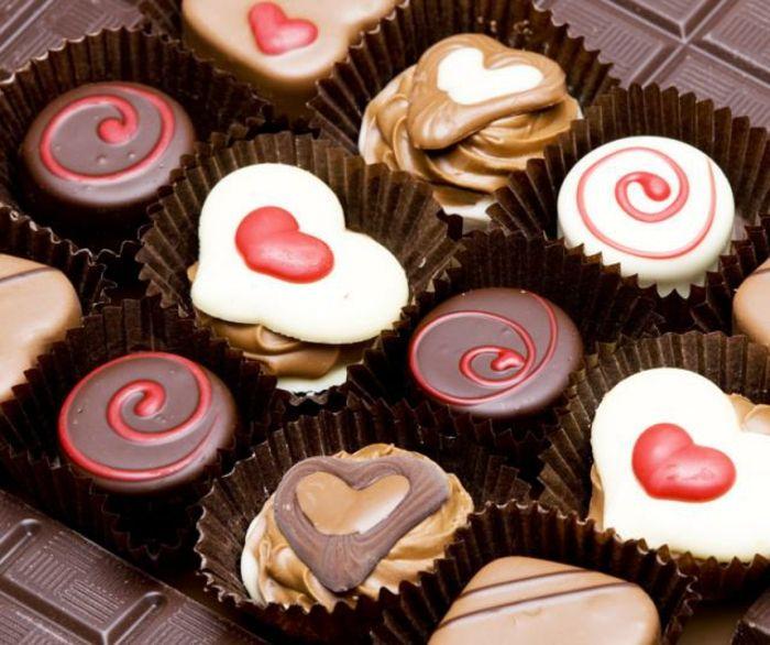 Luxuriöse Pralinen mit kleinen Herzchen-Dessert Pralinen Schokolade Herzform Geschenkidee Valentinstag
