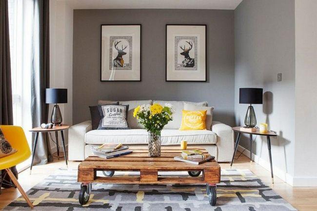 Möbel aus Europaletten, Stehleuchte, gelber Stuhl, Wanddekoration-Einrichtungstrends