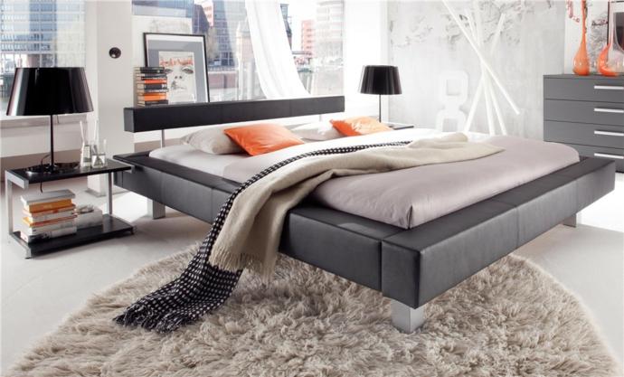 Modern Lederbett Metall Dunkelbraun Deko Kissen Tischleuchte Kommode-Schlafzimmermöbel