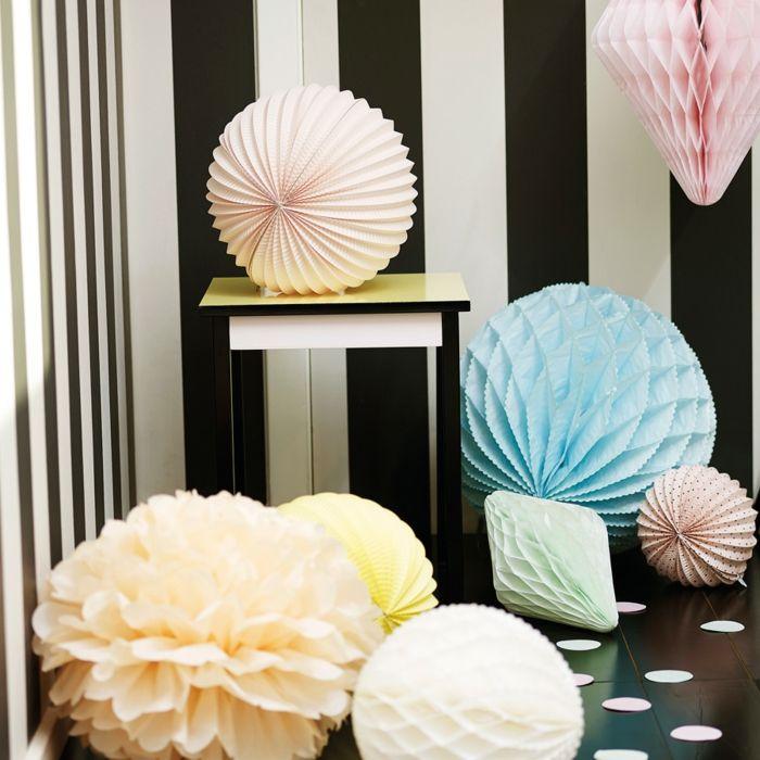 papierlaternen bringen sie farbe in ihr leben. Black Bedroom Furniture Sets. Home Design Ideas