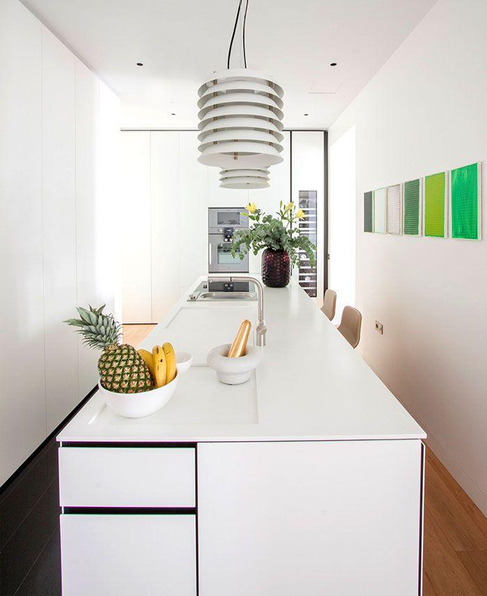 Moderne Küche mit separatem Essbereich-Minimalismus moderne Küche in Weiß
