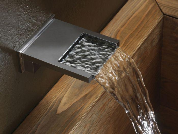 Moderner Badewannenhahn aus Chrom-freistehende Badewanne