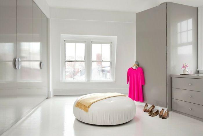 Moderner Kleiderschrank in Weiß und Hellgrau -Offener begehbarer Kleiderschrank Eleganz Hochglanz Luxus Ankleide