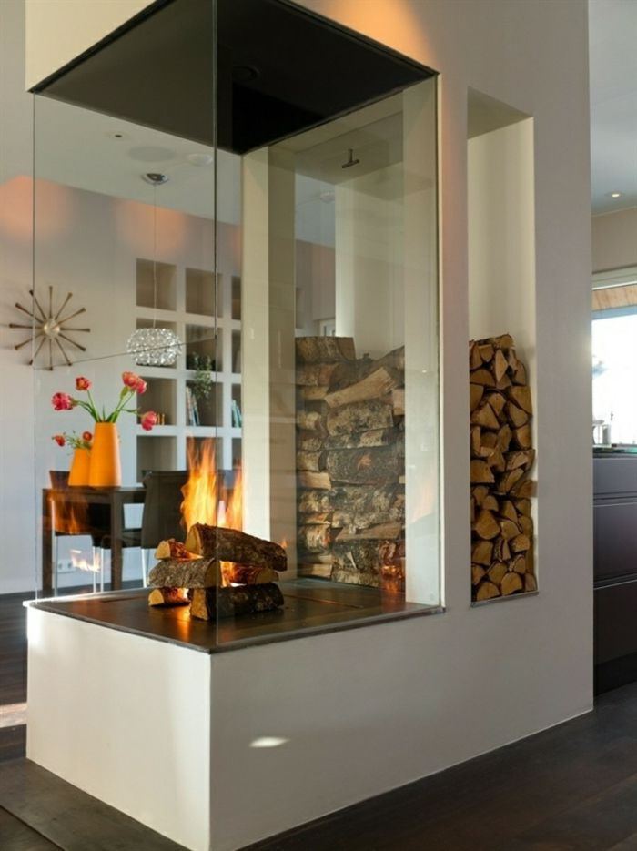 Moderner Panoramakamin mit Holzfach für einzigartiges Wohnambiente-Holzaufbewahrung Brennholzlagerung