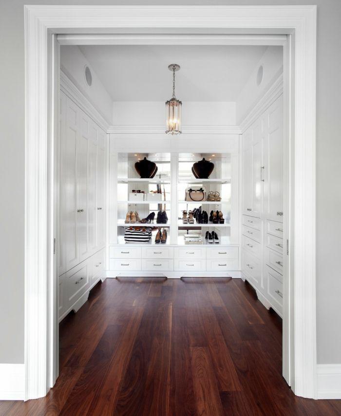 Mondäner Kleiderschrank in Weiß mit Holzboden-Üppiger begehbarer Kleiderschrank Luxus System Weiß