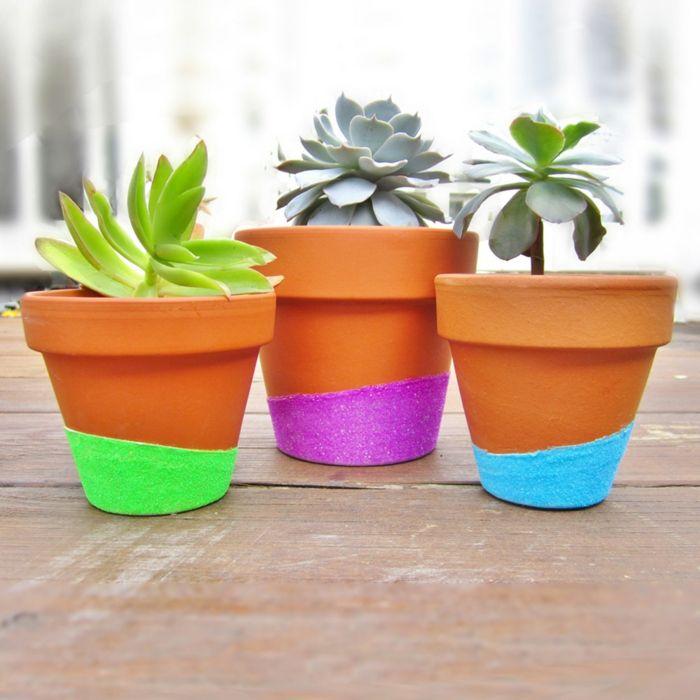 Neonfarben und Glitzern für einen modernen Look-Zimmerpflanzen Blumentöpfe bemalen DIY Neonfarben Glitzern modern