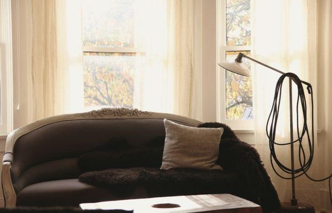 Neu bezogenes authentisches Sofa mit Holzrahmen-Eklektische Wohnung Vintage rustikal