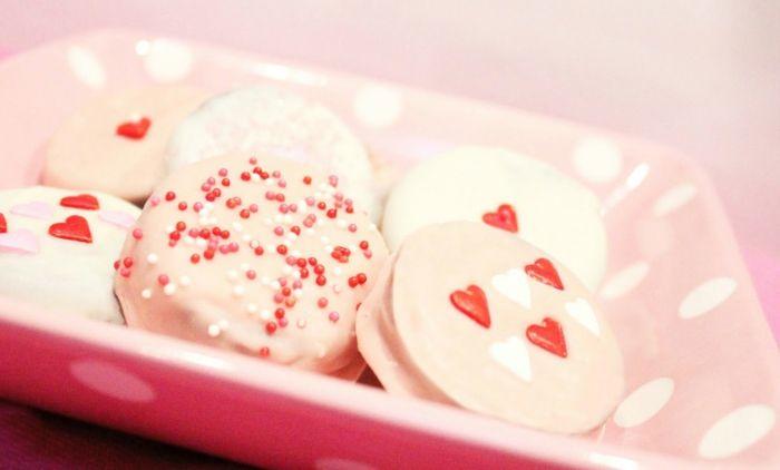 Oreo Cookies in weißer Schokolade-Nachtisch Herzform Herzchen Valentinstag