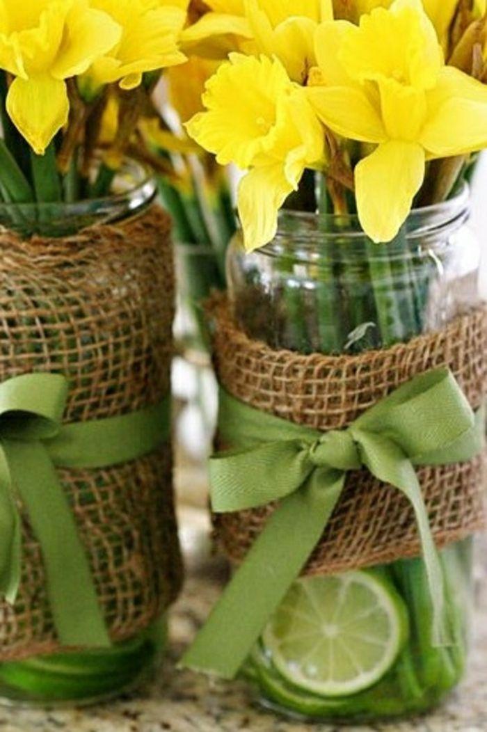 Osterglöckchen in kunstvoll eingerichteten Vasen-Moderne Ideen für Vasen DIY
