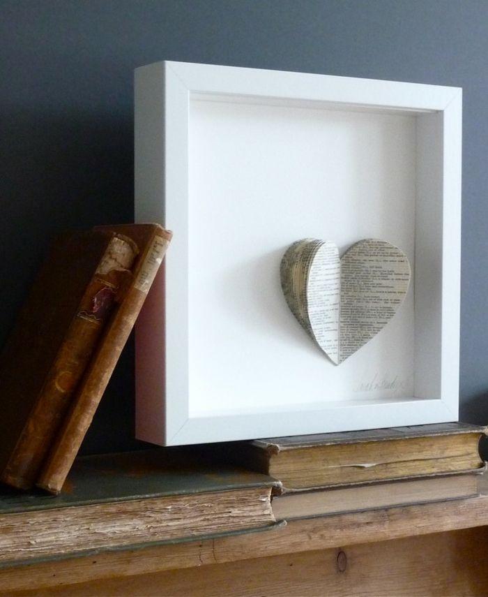 Papierherz im Rahmen-romantische Einrichtung am Valentinstag