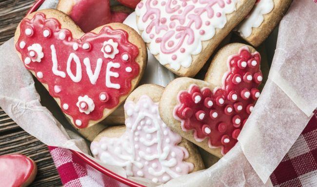 Plätzchen mit Herzenform-Ideen zum Valentinstag