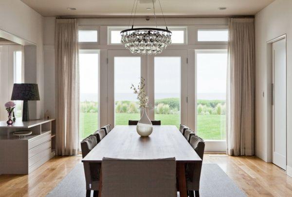 Prächtiger Kronleuchter im klassischen Esszimmer-Traumeinrichtung Esszimmer Esstisch Kronleuchter Kristall Leuchten klassische Einrichtung
