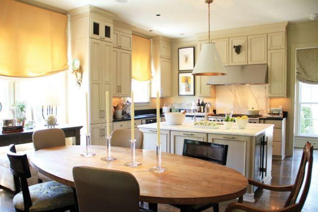 Praktischer Holztisch in der wohnlichen Küche-Sitzecke Küche Ideen