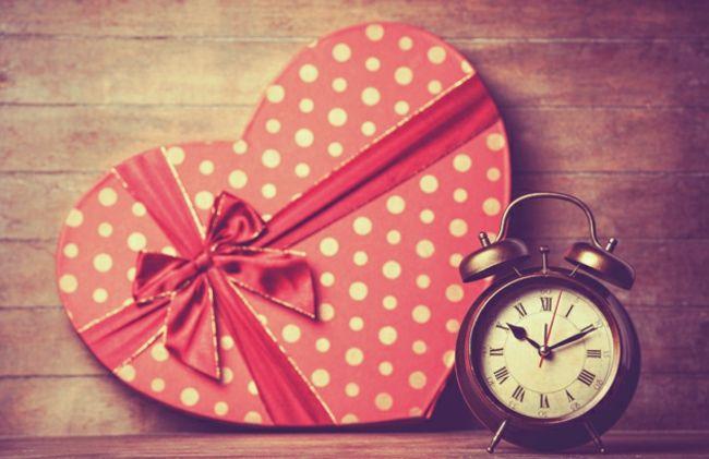 Pralinenschachtel in Rot-Dekoration zum Valentinstag