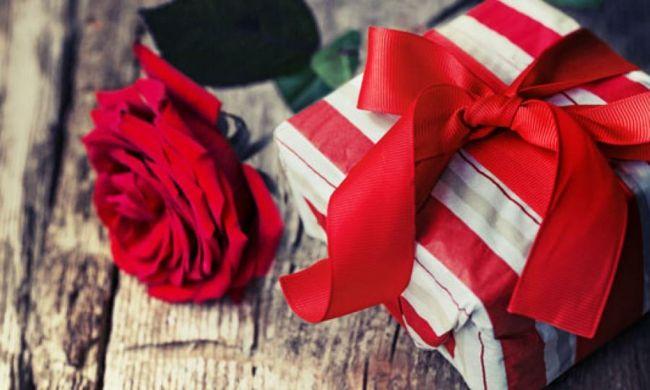 Rot-Farbe der Liebe-Dekoration zum Valentinstag