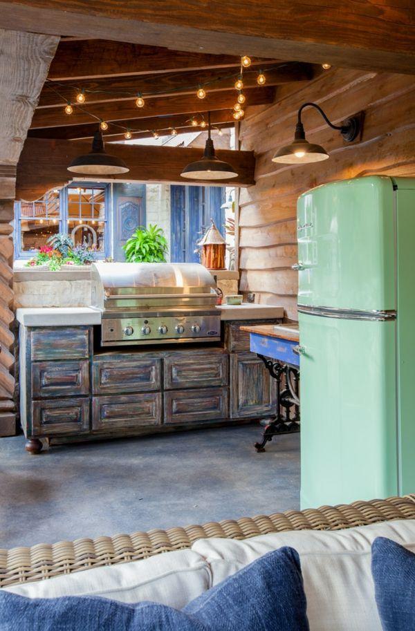 Rustikale Gestaltung der Outdoor-Küche-Retro-Kühlschrank im Hellgrün